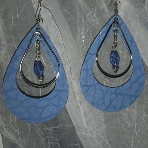 Jewelry - LEATHER HANGING EARRING